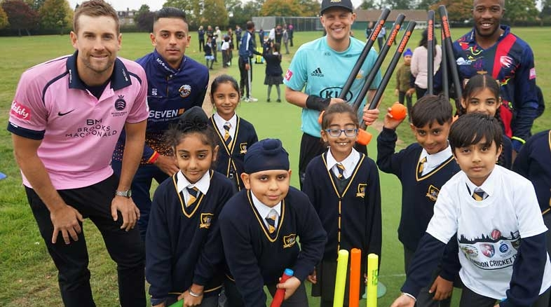 Free Cricket equipment kits schools Cricket bat wickets